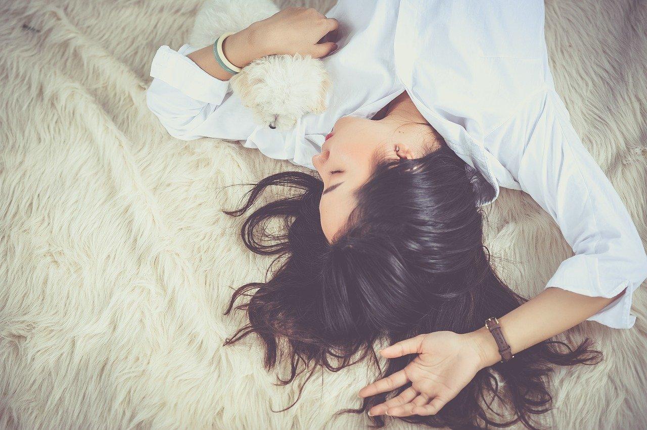 寝れない時に試して欲しいスッと眠れる方法【アメリカ軍活用】